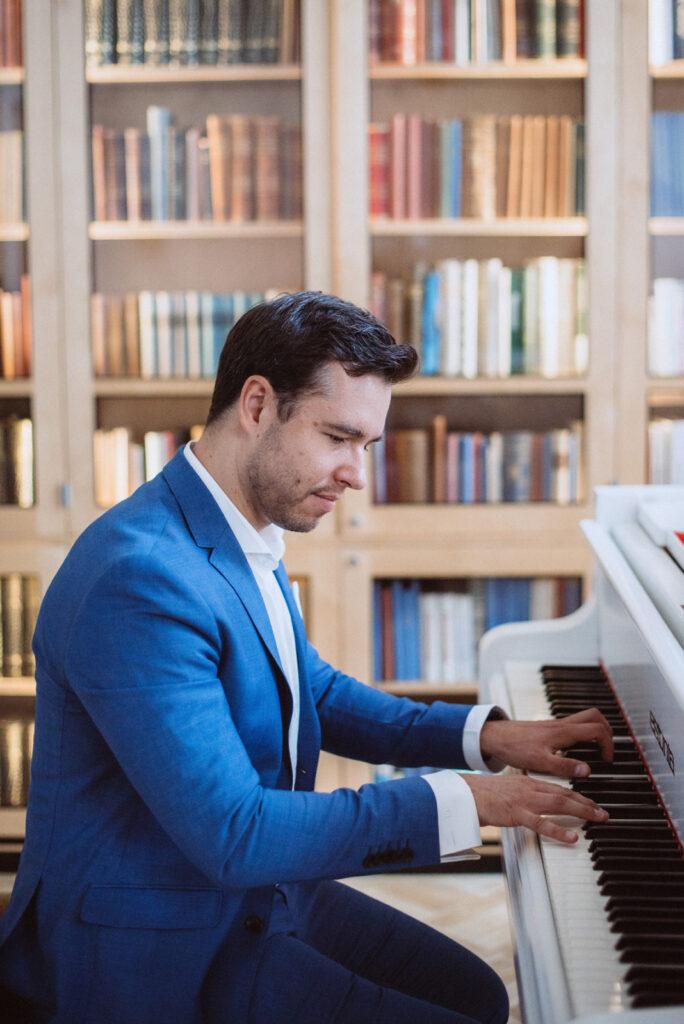 Palkkaa muusikko: Pianisti Mindaugas Neverovas